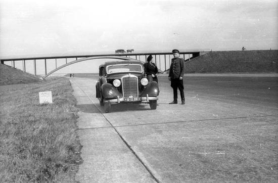 Certoksuzmonaberlin-1946