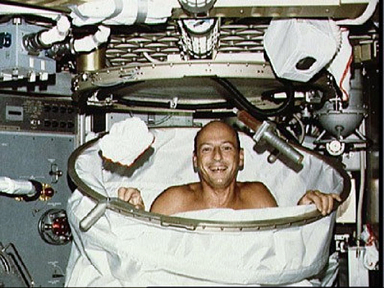 Skylab-2-Charles Conrad-cleaning