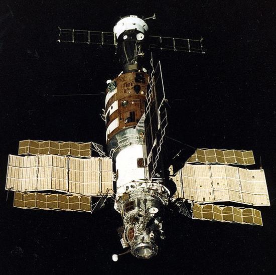 Salyut_7_from_Soyuz_T-13