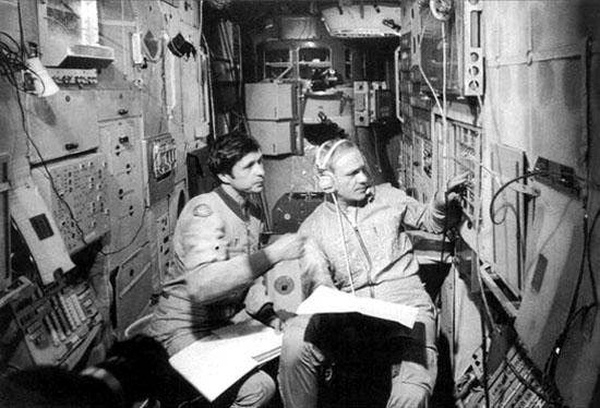 SojuzT13A