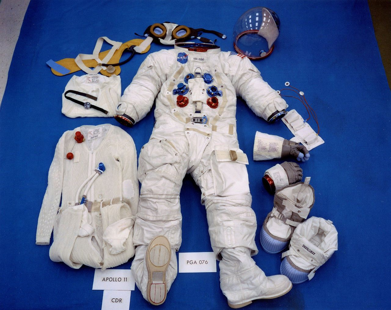 Apollo_11_space_suit