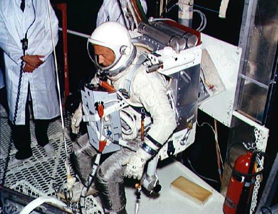 Aleksandr Leonov, Edvin White, Manned Maneuvring Unity, SAFER, AMU Aldrin