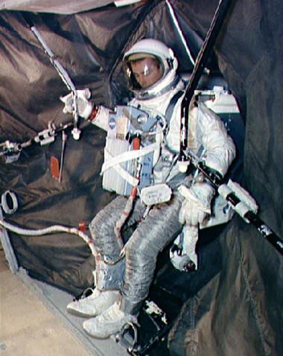 Aleksandr Leonov, Edvin White, Manned Maneuvring Unity, SAFER, AMU