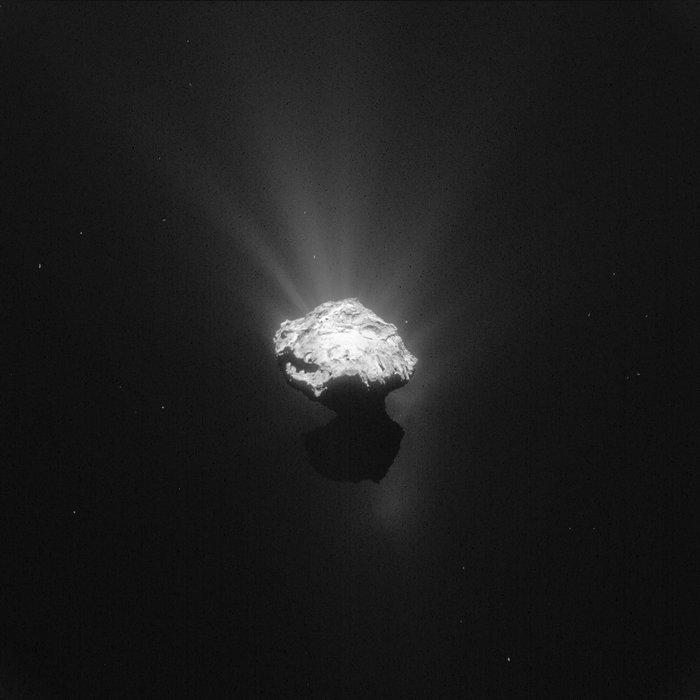 Philae, Rosetta, kometa 65P/Churyumov Gerasimenko, ESA, Comet_on_7_June_2015_NavCam_node_full_image_2