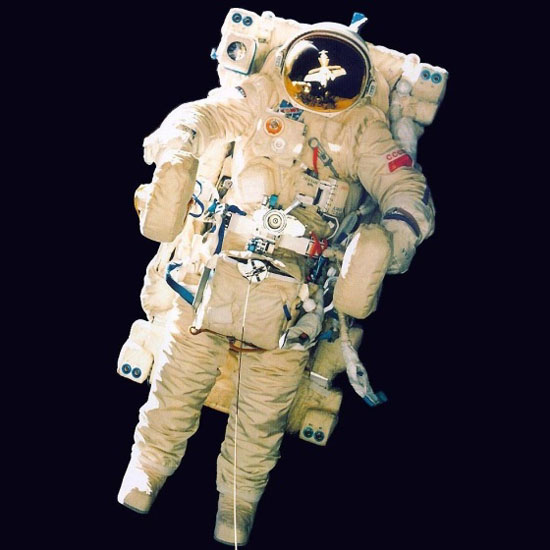 Aleksandr Leonov, Edvin White, Manned Maneuvring Unity, SAFER, SPK21KS