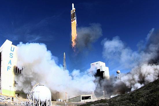 Delta IV rocket start