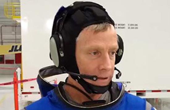 04BoeingBlue_helmet_comunication