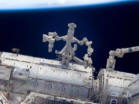 Dextre_iss017