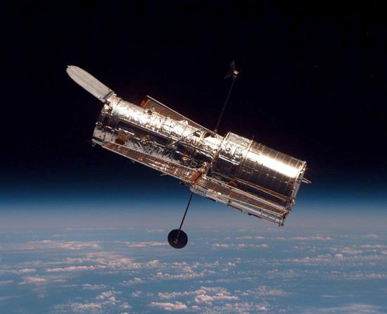 Hablo, Keplerio, Čandra, Niutono, Spicerio, Heršelio, Planko, teleskopai HubbleST