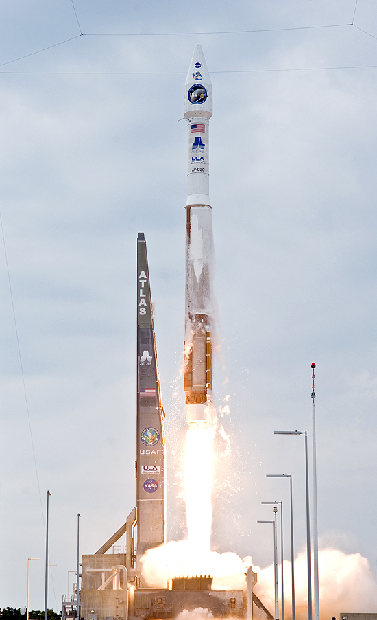 Falcon Heavy startas, Falcon 9 skaičiai, SpaceX sekmė ir Elon Musk Tesla, Atlas V