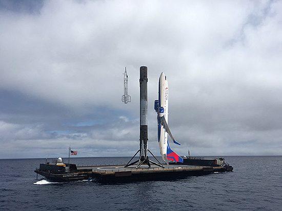 Falcon Heavy startas, Falcon 9 skaičiai, SpaceX sekmė ir Elon Musk Tesla, Falcon-9-S1-737-800-X-15