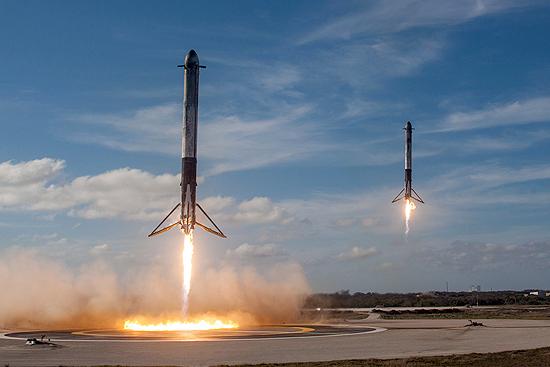 Falcon Heavy startas, Falcon 9 skaičiai, SpaceX sekmė ir Elon Musk Tesla, Landing Zone-1 and Landing Zone-2