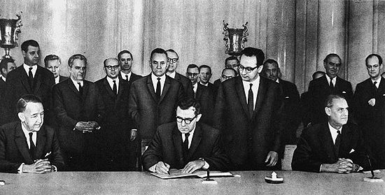 1967_Outer Space Treaty