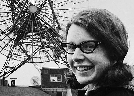 Jocelyn Bell Burnell neutrinas, neutronas, neutroninė žvaigždė, cefeidė, pulsaras, juodoji bedugnė, gravitonas