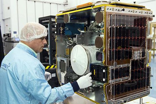 RemoveDEBRIS, kosminė šiukšlė, Guglielmo Aglietti, Airbus