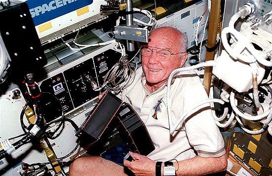 Testai, astro, rekordai, pirmasis, pirmoji John Glenn