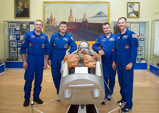 Soyuz MS-10, Baikonuras, TKS, Soyuz MS-10 crew and double crew