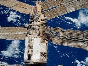 Kosmosas, skrydžiai, pavojai, Liberty Bell 7, LucaPermitano, Mir, STS-98_Atlantis, 593px-Mir_collision_damage_STS086-720-091