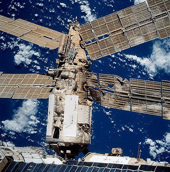 Kosmosas, skrydžiai, pavojai, Liberty Bell 7, LucaPermitano, Mir, STS-98_Atlantis, Mir_collision_damage_STS086-720-091