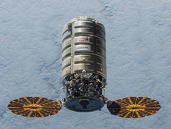 Cygnus, HTV, ATV, Dragon, Progress, krovininis, erdvėlaivis, ISS-45_Cygnus_5_ISS