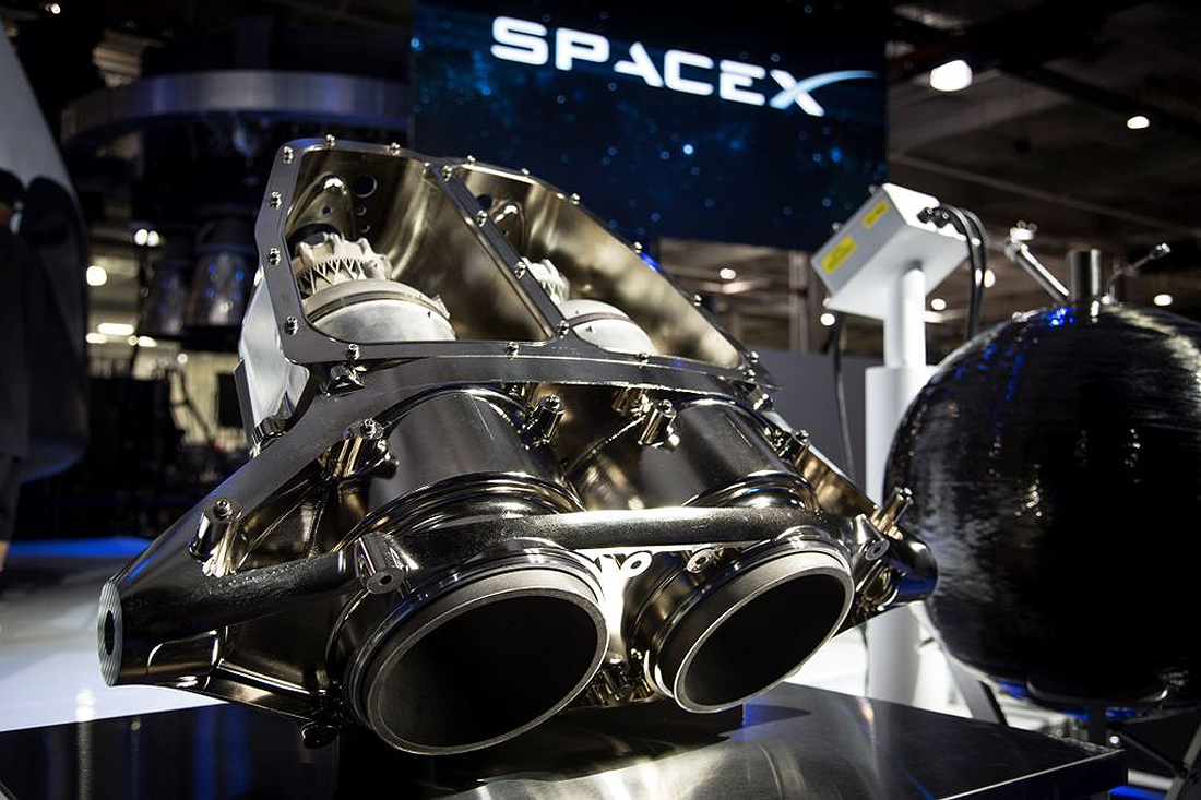 SuperDraco_rocket_engines_at_SpaceX_Hawthorne_facility