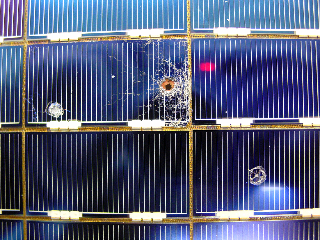 HST in 2002, palydovai, šiukšlės, space debris