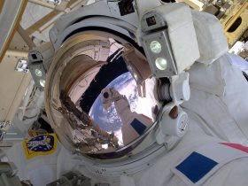 Mokslas Requisite_space_selfie_pillars